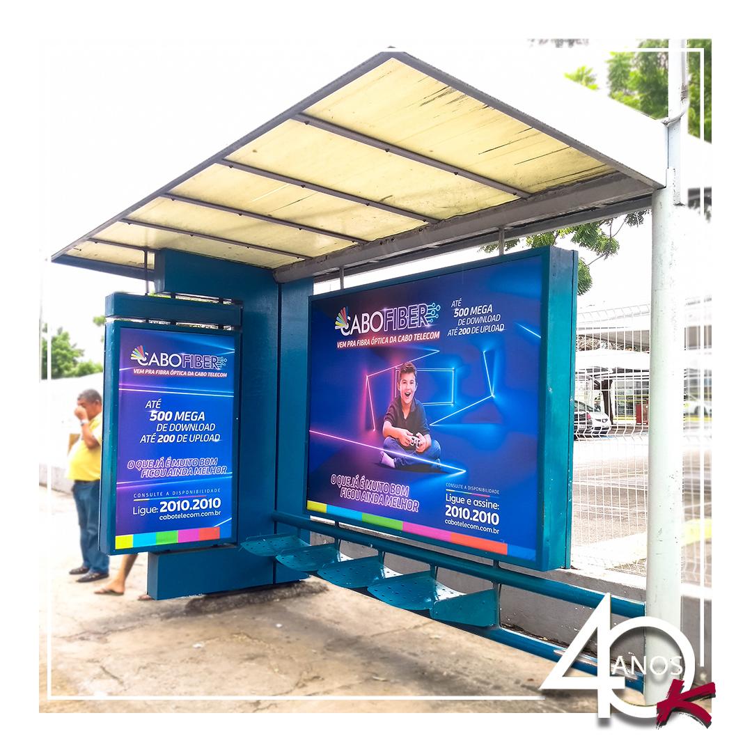 Campanha daCabofibernos Abrigos de ônibus da KALLAS MÍDIA OOH!