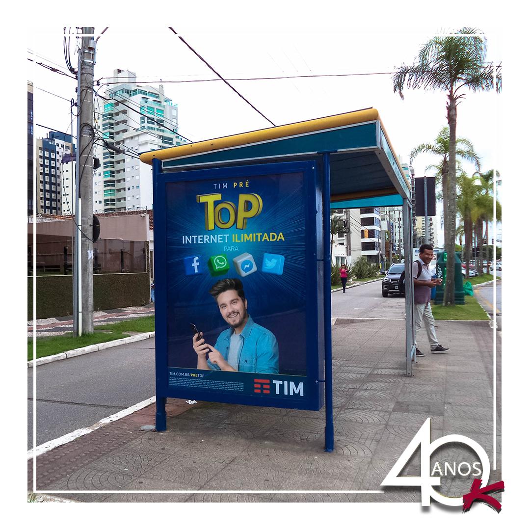A @timbrasil está veiculando nos Abrigos de ônibus da KALLAS MÍDIA OOH!
